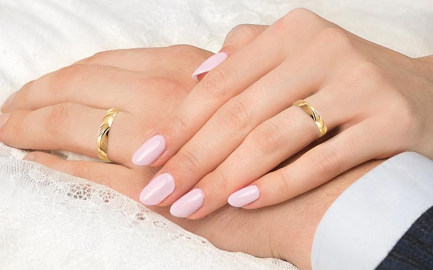 Snubní prsteny klasické s gravírem šířka 4 mm CSOB55