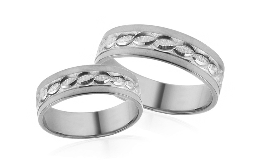 Snubní prstýnky bílé s gravírovaným vzorem šířka 5 mm IZOB494A