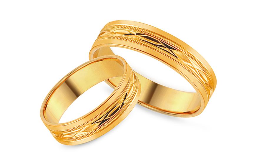 Zlaté snubní prstýnky s gravírovaným vzorem, šířka 5 mm IZOB113