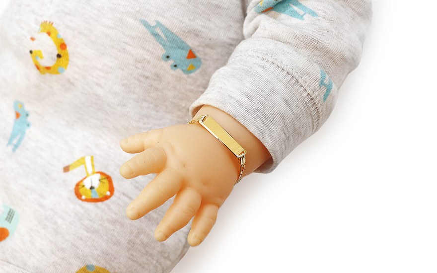 Zlatý dětský náramek s destičkou IZ10103