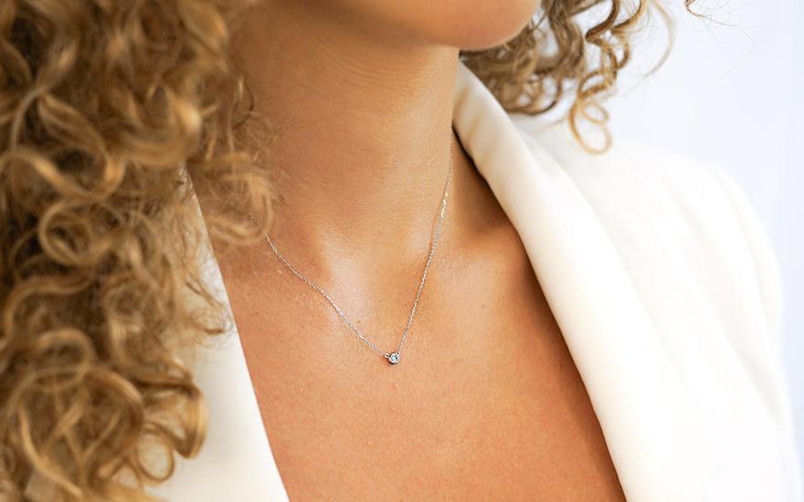 Zlatý náhrdelník s briliantem IZBR179A