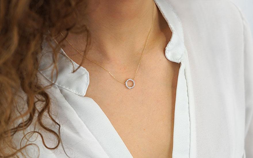 0868e013f88 Zlatý náhrdelník s diamantovým kroužkem