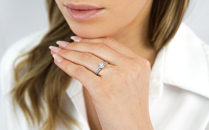 184924e26 Zlatý zásnubní prsten se zirkony Rylan white, pro ženy (IZ11288A ...